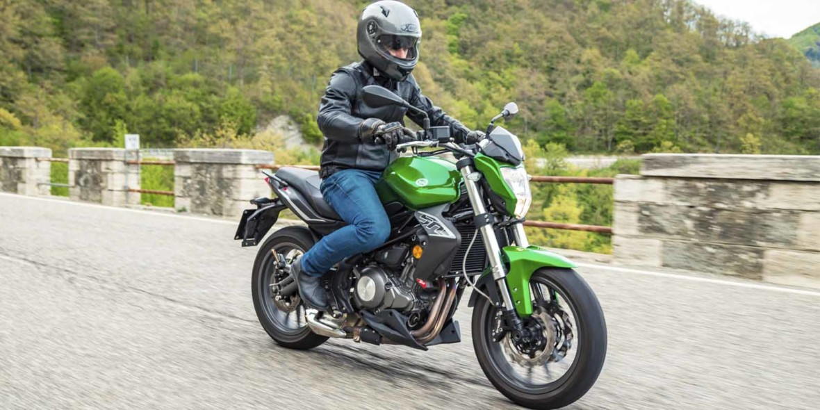 Benelli BN 302 ABS – Scooter Style & Noosa Motorcycles